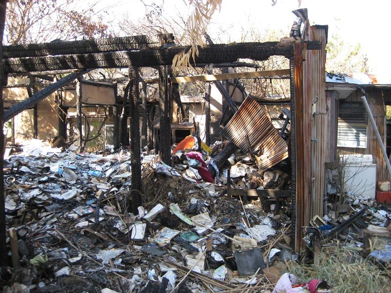 サツキとメイの家 火事